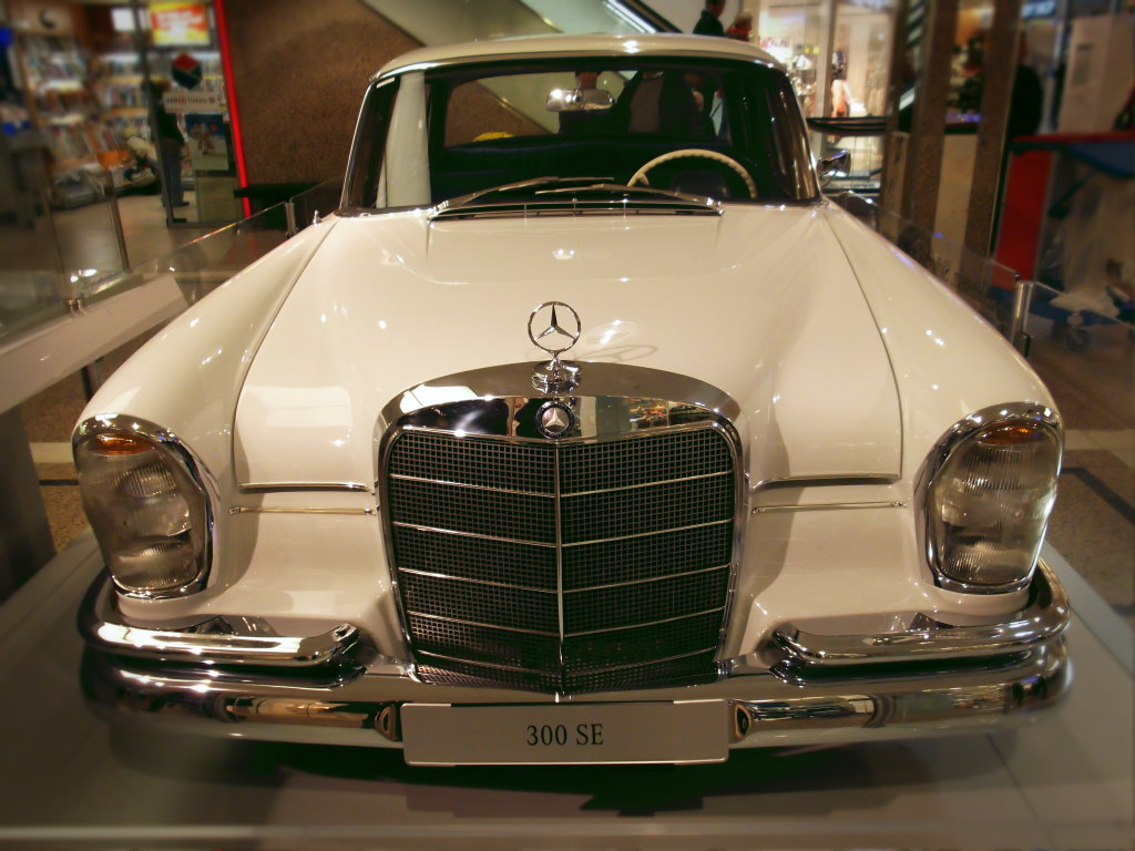 Mercedes-Benz_300_SE_2012